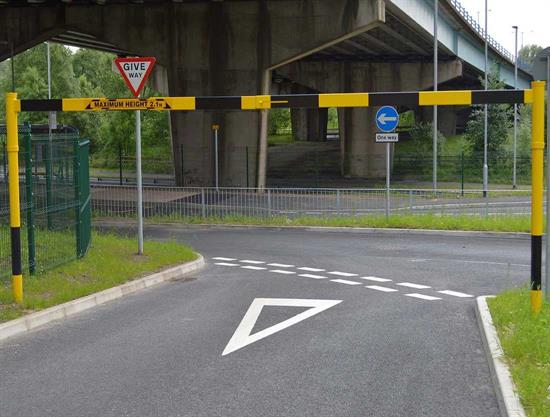 Height restriction barrier - Pivot type